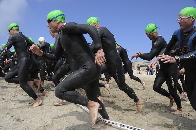 triathlon-race-805386_640
